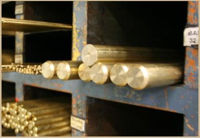 上質な真鍮と拡大鏡