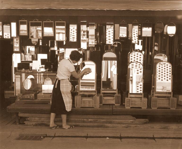 昭和20年代の岡本鏡店の様子